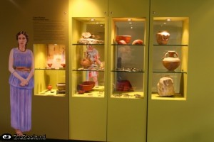 Personages uit de Romeinse tijd (en andere tijdperken) geven het leven in de geschiedenis van Aardenburg weer.