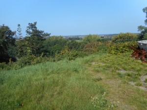 Wie vanuit het panorama het uitzicht bewondert snapt de keuze van Agrippa wel. Waarschijnlijk was dit punt de noordwesthoek van het troependepot.