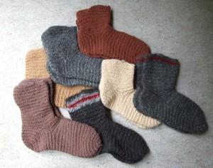 Onze sokken of undones kunnen van geweven stof genaaid zijn, maar naaldgebonden zoals deze komen ook voor.