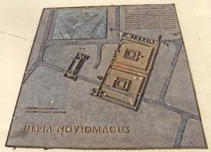 De tempels en de villa, hier uitgebeeld op een metalen plaat, werden al in de twintiger jaren van de 20e eeuw ontdekt.