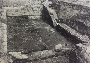 Foto van de opgraving van de kelder in de Hakkesplaats.