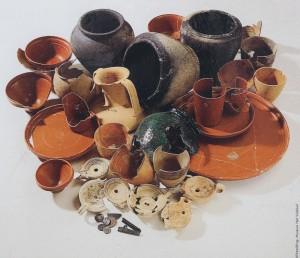 De grote hoeveelheden keramiek die bij het hoofdkwartier van het fort werden aangetroffen.