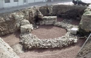 Eén van de castellumtorens toen deze werd opgegraven aan de Houtmaas.