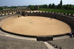 Het amfitheater van Traiana, gereconstrueerd in Xanten.